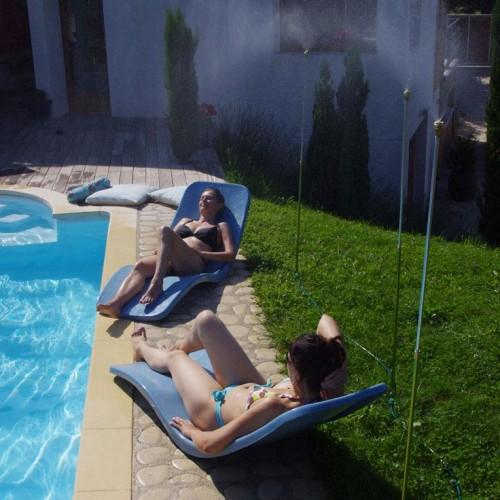 Mise en situation du trio de brumisation pour rafraîchissement au bord de la piscine