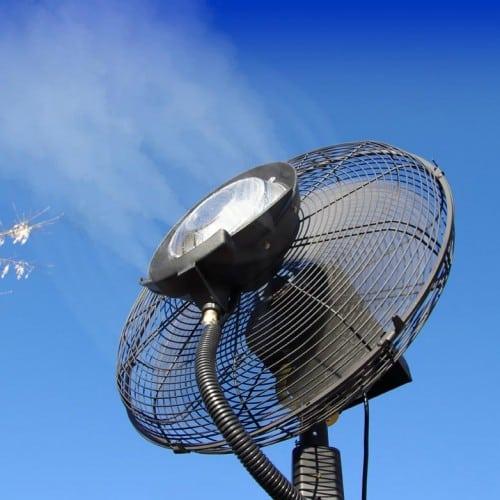 Ventilateur brumisateur 180cm en fonctionnement